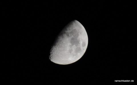 Mond am Abendhimmel von Leipzig