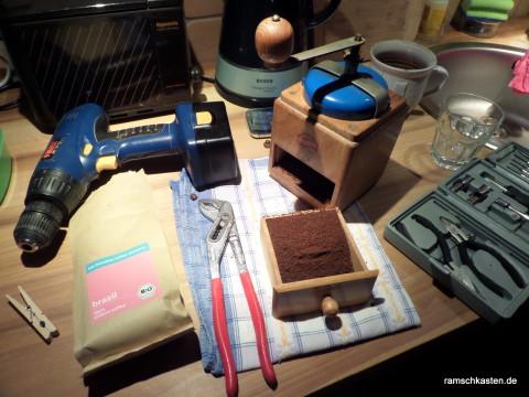Setup zum Kaffeemahlen mit ner alten Kaffeemühle